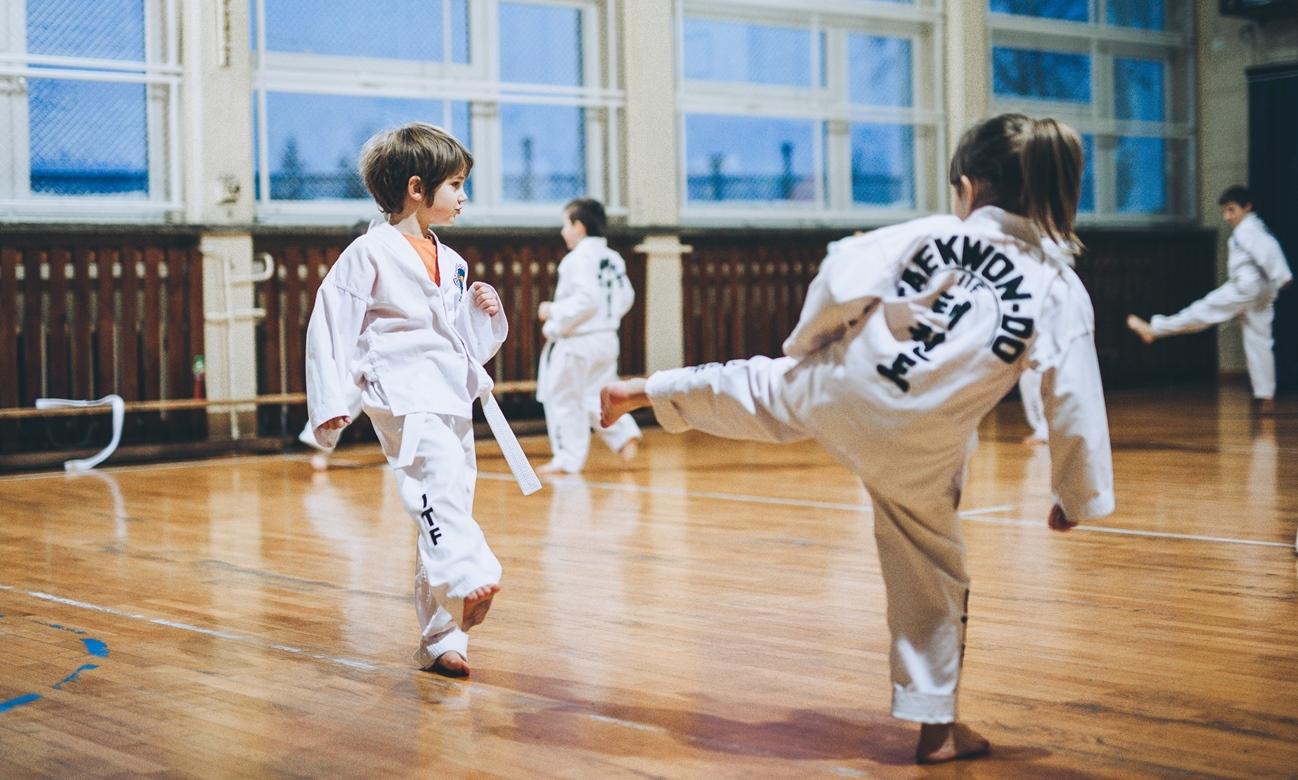 Z aparatem na treningach młodszych taekwondoków